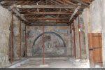 Intérieur vers l'abside voûtée