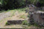 Angle sud-est. Le mur sud est complètement arasé mais le tracé est bien visible