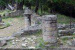 Colonnes se trouvant du côté nord, l'une dans l'abside, l'autre dans la nef