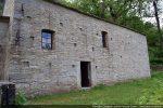 Mur nord: porte du 10e siècle, fenêtres remaniées tardivement