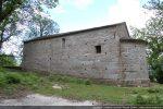 Mur sud: fenêtre meurtrière du 11e siècle, fenêtre rectangulaire tardive