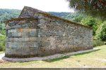 Mur nord composé de chainage en dalles de moyennes dimensions en alternance avec de petites pierres régulièrement disposées (milieu 10e siècle)