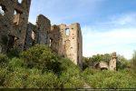 Au sud du château est blottie la petite chapelle castrale San Michele